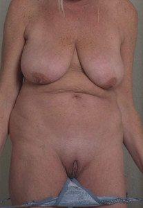 jag visar min mogna nakna kropp